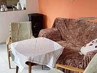 Obýváček, průhled do kuchyňky - pronájem apartmánu Chotěšov pod Házmburkem