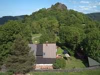 chalupa s hradem Tolštejn