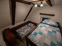 pokoj 1 s palandou a postelí 120 cm - pronájem chalupy Jiřetína pod Jedlovou