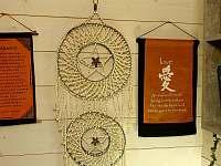 Dekorace dovezené z celého světa pro kreativní nádech - chalupa k pronajmutí Horní Podluží - Světlík