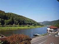 řeka Labe výhled z 1.patra - Hřensko