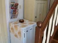 chodba s lednicí