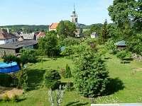 pohled z ložnice na kostel sv. Mikuláše -