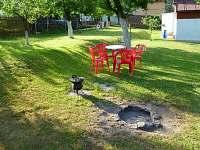 posezení u ohniště - chata k pronajmutí Mikulášovice