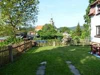 prostor před domkem - chata k pronájmu Mikulášovice
