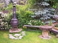 grilovací kout na zahradě - chata ubytování Růžová
