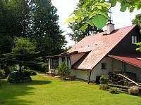 pohled ze zahrady - chata k pronájmu Růžová
