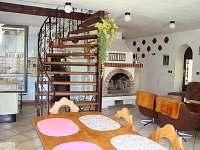 obývací místnost pro hosty s kuchyňkou