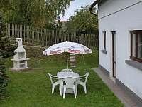 vstup na dvůr - chalupa ubytování Mikulášovice
