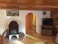 obývací pokoj s krbem - chalupa ubytování Jiřetín pod Jedlovou - Rozhled