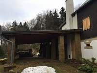 venkovní přístřešek pro auto - chalupa ubytování Jiřetín pod Jedlovou - Rozhled