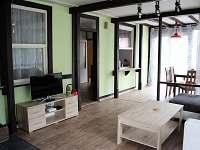 obývací pokoj - chata k pronájmu Růžová