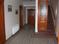 chodba v přízemí - apartmán k pronájmu Mikulášovice
