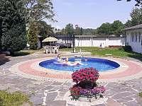 venkovní bazén - apartmán k pronajmutí Chřibská - Krásné Pole