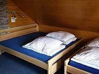 Ložnice 1 = 4 postele - pronájem chaty Jetřichovice