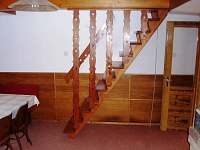 schody k ložnicím - pronájem chaty Jetřichovice