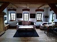 Apartmán v patře - obývací pokoj - Krásná Lípa