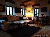 Apartmán v patře - obývací pokoj - k pronájmu Krásná Lípa
