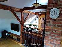 Podkrovní apartmán - jídelní stůl - k pronájmu Krásná Lípa