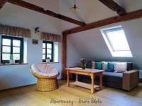 Podkrovní apartmán - obývací pokoj - ubytování Krásná Lípa