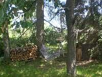 houpací síť mezi stromy - pronájem chalupy Horní Podluží
