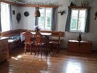 slunný obývací pokoj - chalupa k pronajmutí Horní Podluží