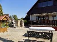Chata Na Točně Janov u Hřenska - ze zahrady