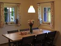 Apartmán 2 - jídelní kout - chalupa k pronájmu Dolní Chřibská