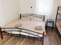 ložnice, postel manželská 180 x 200