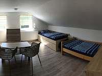 pokoj v patře - 4 lůžka - Janov u Hřenska