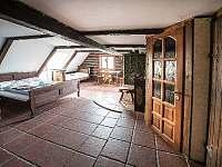 Pokoj s kachlovými kamny, vlastní koupelnou a kuchyňkou - Doubice