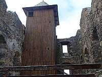 Zámecký vrch - hradní věž - Česká Kamenice