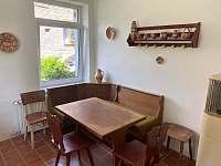 Kuchyň s posezením - chalupa ubytování Mikulášovice