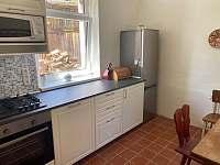 Kuchyň s posezením - pronájem chalupy Mikulášovice