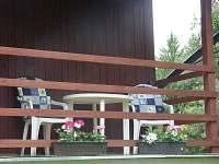 Posezení na terásce - chata k pronájmu Jetřichovice