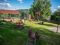 Dětské hřiště nedaleko chalupy - k pronájmu Kámen