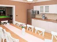 kuchyň s jidelnou
