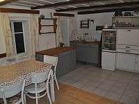 kuchyň s jídelnou - chalupa k pronájmu Kunratice u Šluknova