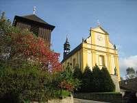 Kostel sv. Petra a Pavla se zvonicí