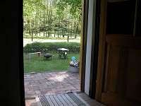 pohled do zahrady naprostý kontakt s krajinou