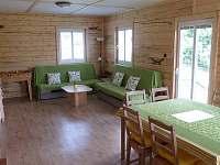 Obývací místnost - chata k pronájmu Rynartice