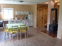 Obývací místnost - chata k pronajmutí Rynartice