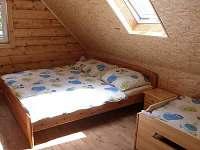 Velká ložnice - 3 lůžka - chata k pronájmu Rynartice