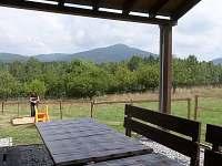 Výhled ze sezení - pronájem chaty Rynartice