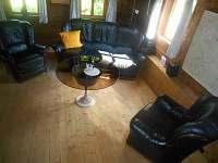 obývací pokoj - chalupa k pronajmutí Dolni Chřibska