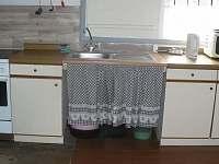 Kuchyňě - chalupa k pronájmu Doubice