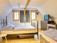 čtyřlůžková ložnice + dětská postýlka - Dolní Chřibská