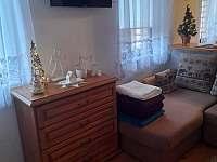 Obývací pokoj AP1 - chalupa k pronájmu Brtníky