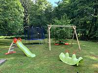 hřiště v zahradě - chata k pronajmutí Dolní Podluží