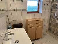 Koupelna s vanou - chalupa k pronájmu Staré Křečany